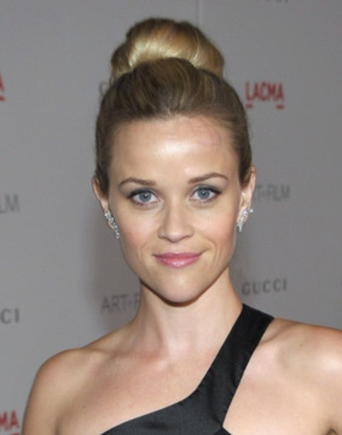 Reese Witherspoon Updo Hairstyle: Classic Bun