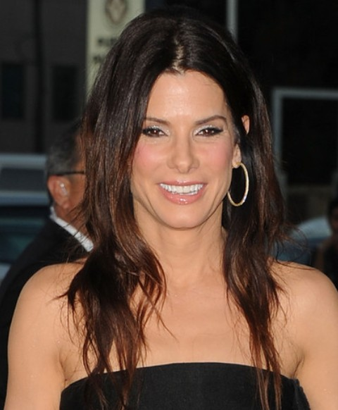 long haircuts for thin hair 25 bullock hairstyles bullock hair pictures 1090 | Sandra Bullock Long Hairstyle Wavy Haircut for Thin Hair