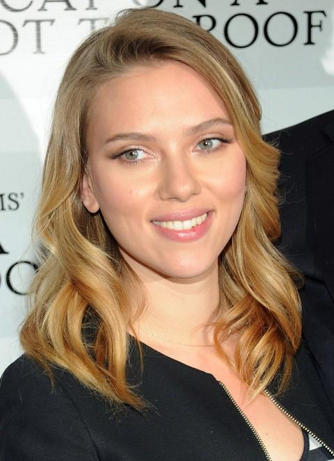 Scarlett Johansson Hairstyles: Natural Curls - Pretty Designs