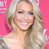 The Side Parted Long Blond Wavy Hairstyle for Women