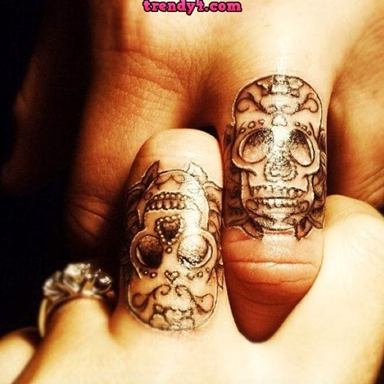 Small skull tattoo designs on fingers