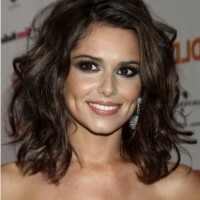 The Deep Parted Shoulder Length Hairstyle for Brown Curly Hair