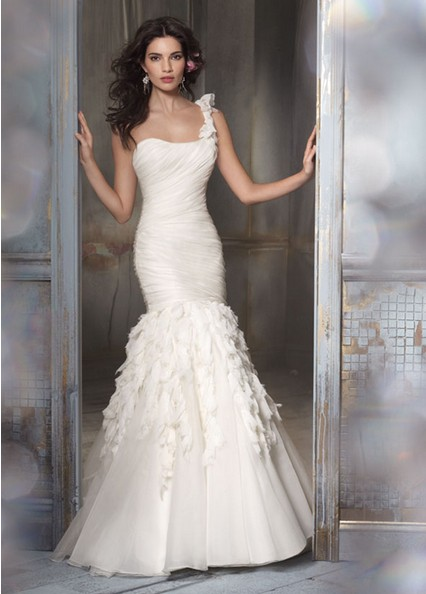 The Gorgeous Flared One Shoulder Fishtail Wedding Dresses With Layers And Ruffles