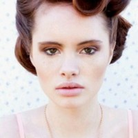 The Vintage Pin Up Hairstyle for Women
