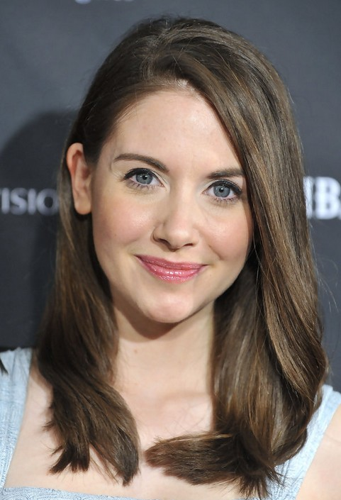 Alison Brie Long Hairstyle: Subtle Waves