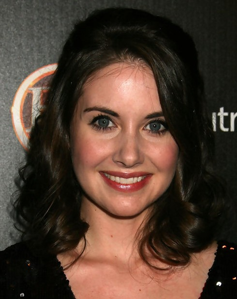 Alison Brie Medium Length: Curls for Women under 30