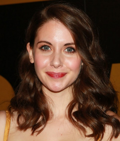 Alison Brie Medium Length Hairstyle: Wavy Haircut for Party