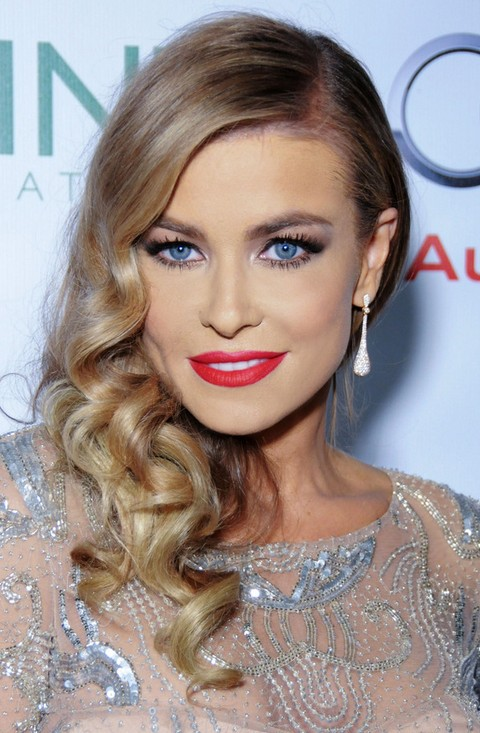 Brilliant Carmen Electra Hairstyles Side Swept Curls Pretty Designs Hairstyle Inspiration Daily Dogsangcom