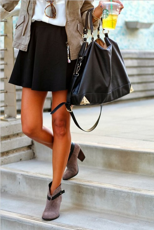 Classic black skirt outfit idea for casual daily look