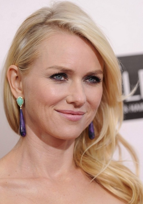 Naomi Watts Hairstyles: Side-swept Waves