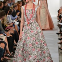 Oscar de la Renta floral rise-fall hemline gown - 8 Stunning dresses we are most expected in 2014