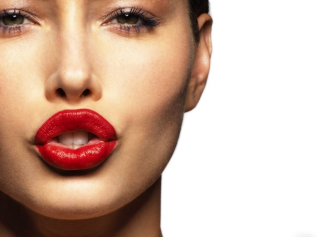 Alluring Red Lip Makeup