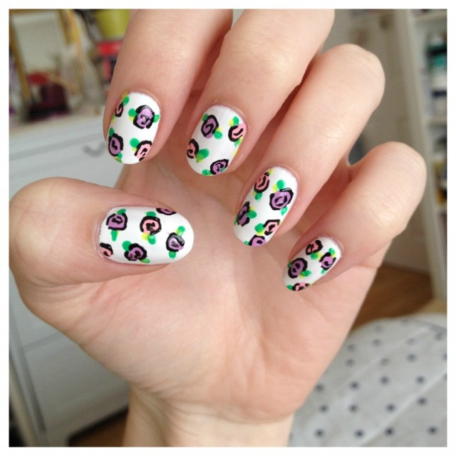 Nail Art Simple Flower: 17 Flower Nail Art Ideas