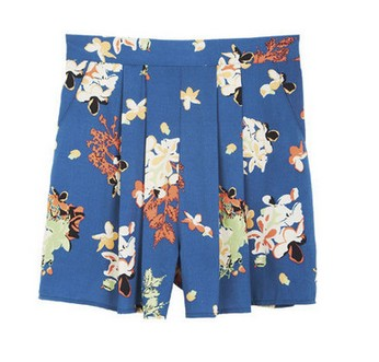Tap Dot Short, loose fit, floral print