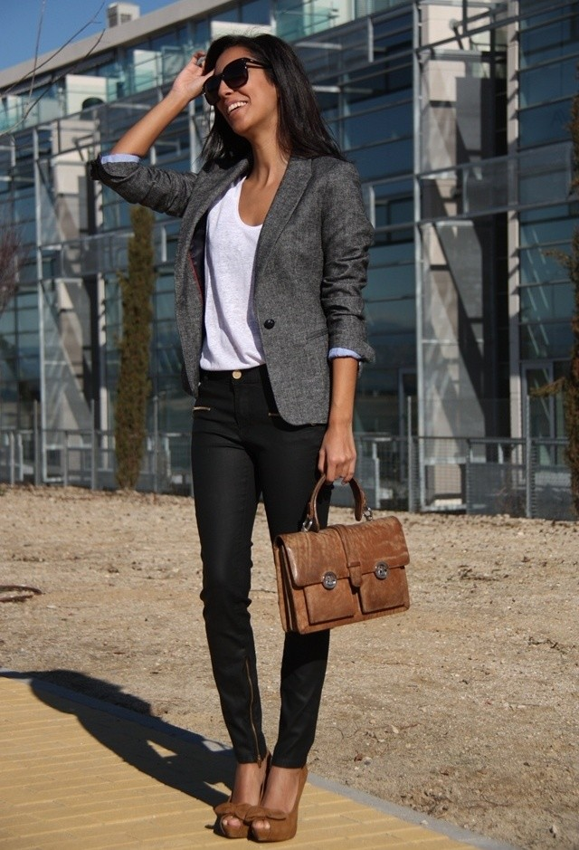 Voguish Work Clothes for Office Ladies