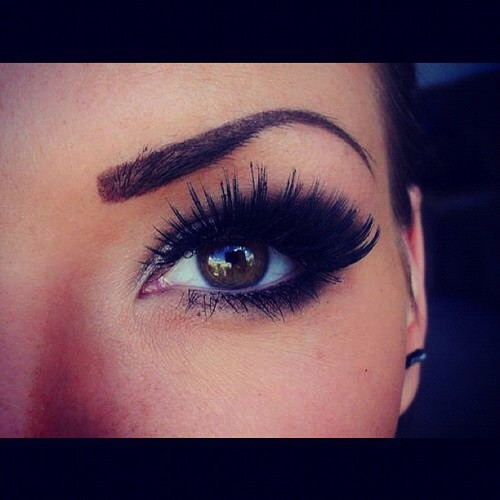 9652b558d87 3 Simple Steps to Apply False Lashes Perfectly - Pretty Designs