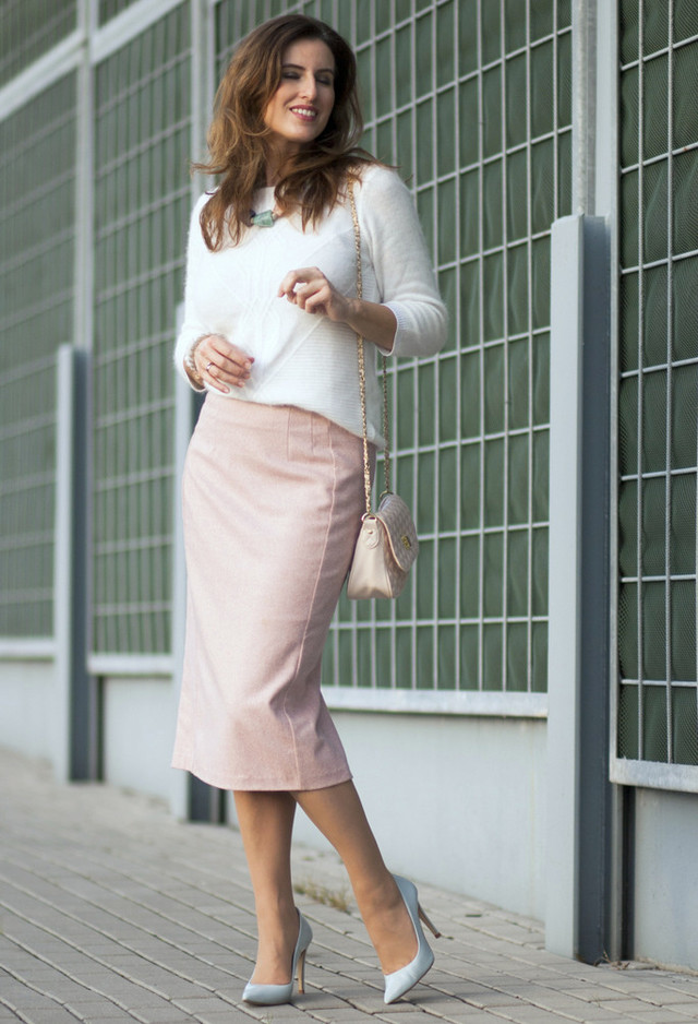 Rock the Style of Pencil Skirts