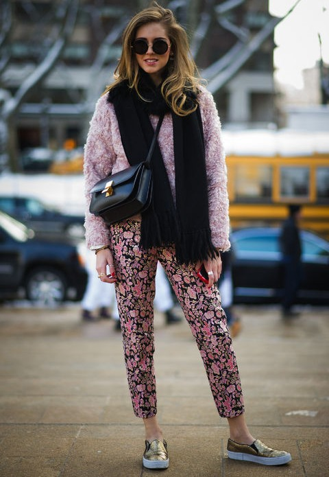 A Trendy Weekend Outfit Idea in Pink with Floral Print Pants
