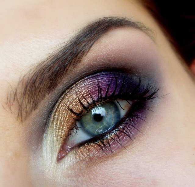 Best Eye Makeup Ideas for Blue Eyes: Gold and Purple