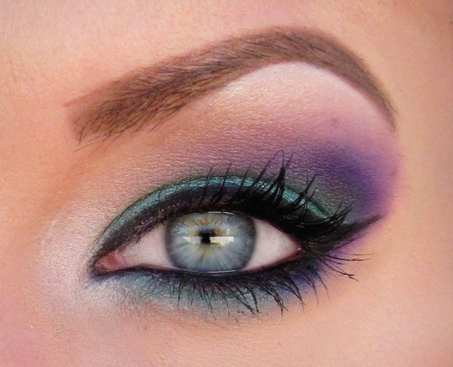 Best Eye Makeup Ideas for Blue Eyes: Purple and Teal