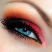 Best Eye Makeup Ideas for Blue Eyes: Red and Orange