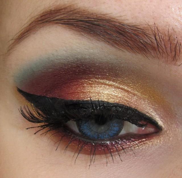 Best Eye Makeup Ideas for Blue Eyes: Trendy Gold