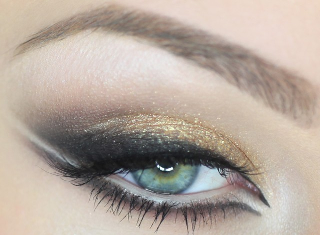 Best Eye Makeup Ideas for Blue Eyes: Trendy Gold