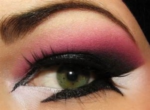 Best Eye Makeup Ideas for Green Eyes: Blended Pink and Plum