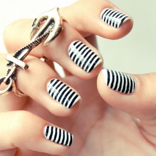 Black and White Stripe Nails