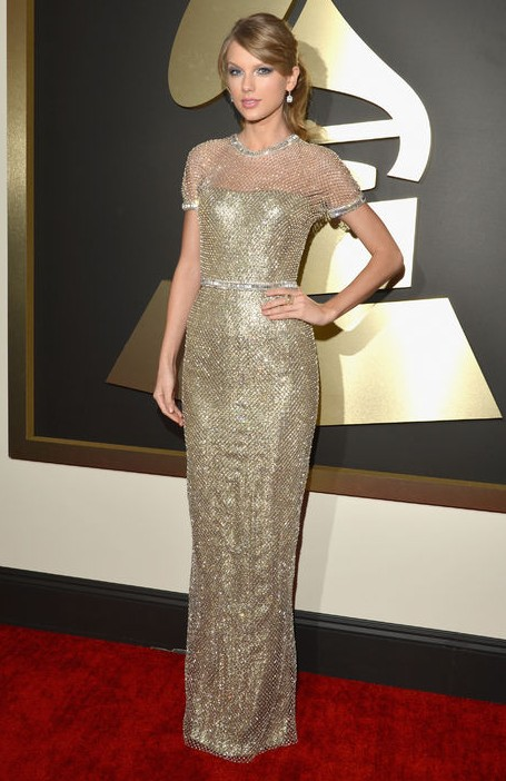 How to Wear Taylor Swift\'s Gilded Metallic Chain-mail Gucci Gown at ...