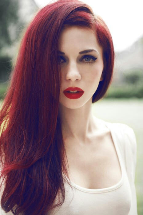 Best Hairstyles for Red Hair: Fluffy Straight Tresses