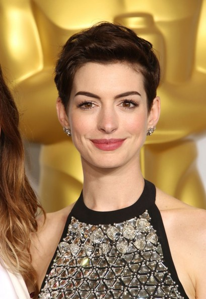 Chic Back-teased Hairstyles for Elegant Women: Anne Hathaway Pixie