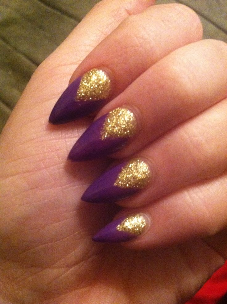 which combine purple nails with stiletto nail arts  Get inspiredLight Purple Stiletto Nails