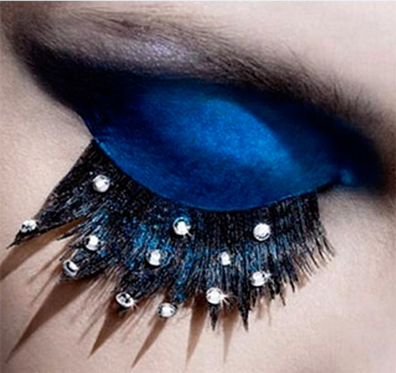 25 Eye-Catching Sparkly Makeup Ideas