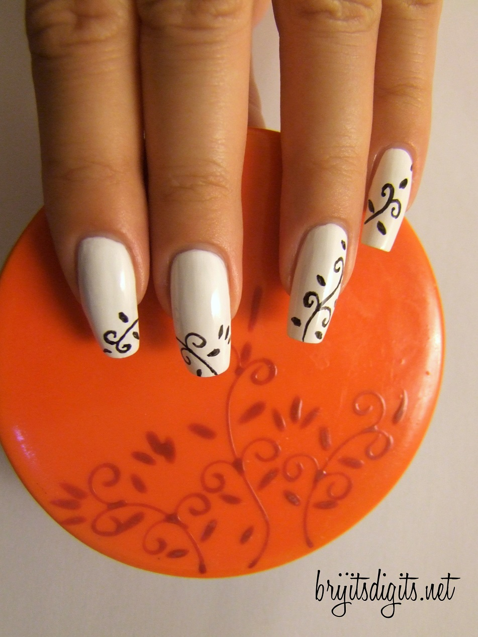 White Nails with Leaves