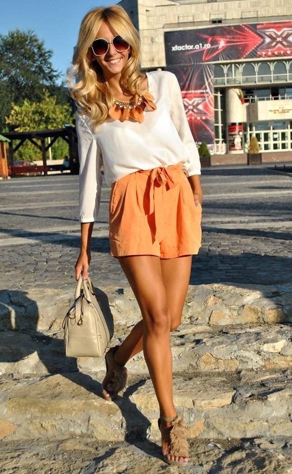5423edc0ffdbef 18 Stylish Street Style Outfit Ideas with Blouses - Pretty Designs