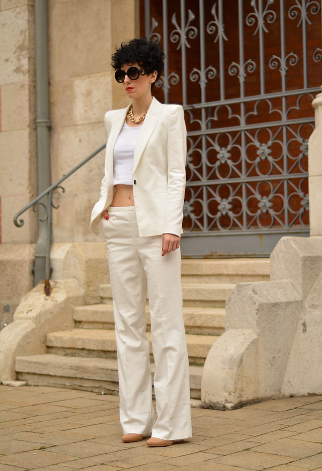All White Combination Ideas for Stylish Spring Looks: Crop Top