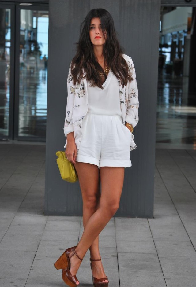 All White Combination Ideas for Stylish Spring Looks: Floral Prints