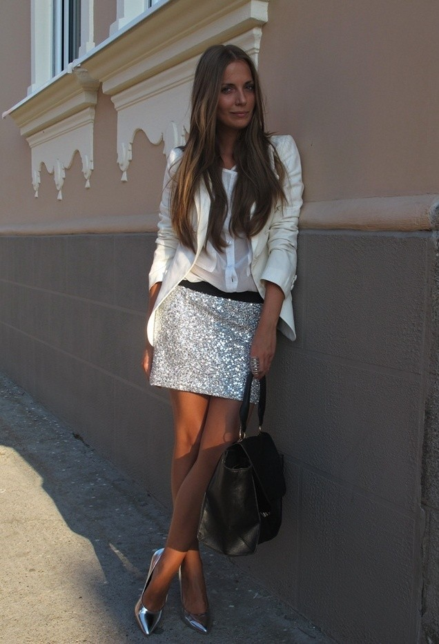 All White Combination Ideas for Stylish Spring Looks: Floral Silver Skirt