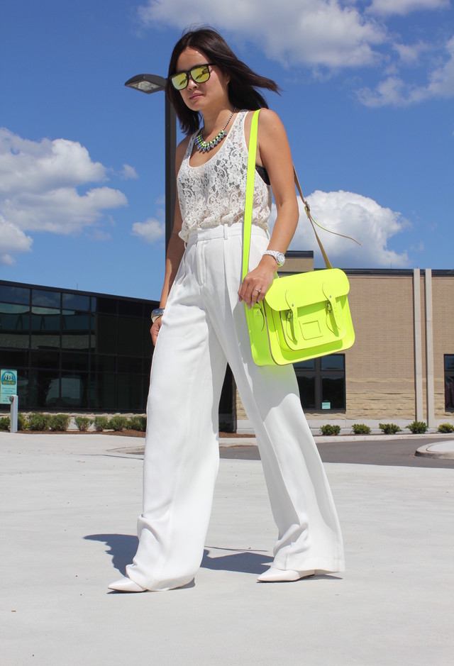 All White Combination Ideas for Stylish Spring Looks: Lace and Bright Colored Bag