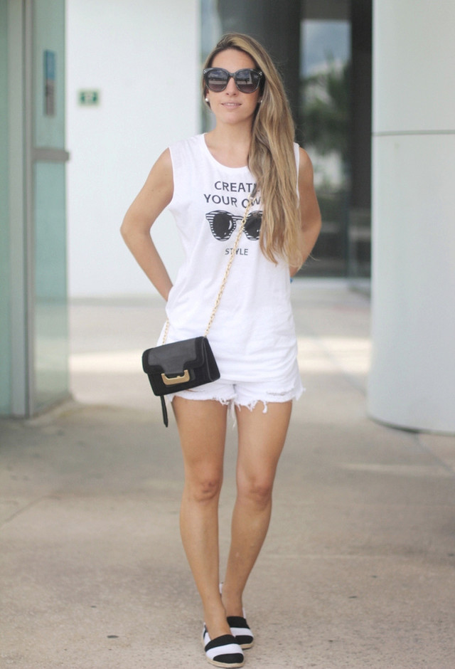 All White Combination Ideas for Stylish Spring Looks: White Outfit and Black Accessory