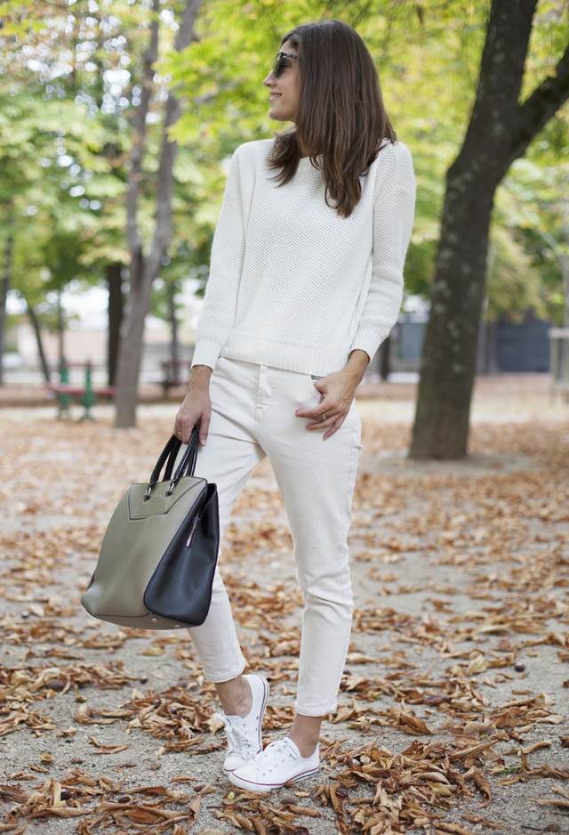All White Combination Ideas for Stylish Spring Looks: Large Handbag