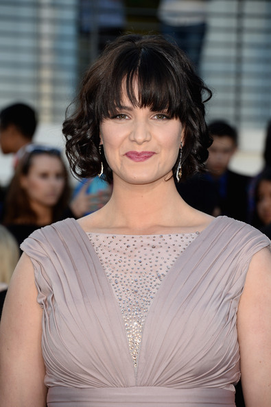 Amy Newbold Short Curls