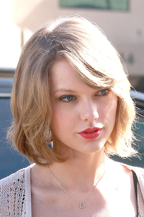 Charming Ash Blonde Hairstyles: Taylor Swift Shoulder Length Bob
