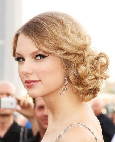 Beautiful Prom Hairstyle for Shoulder-length Hair