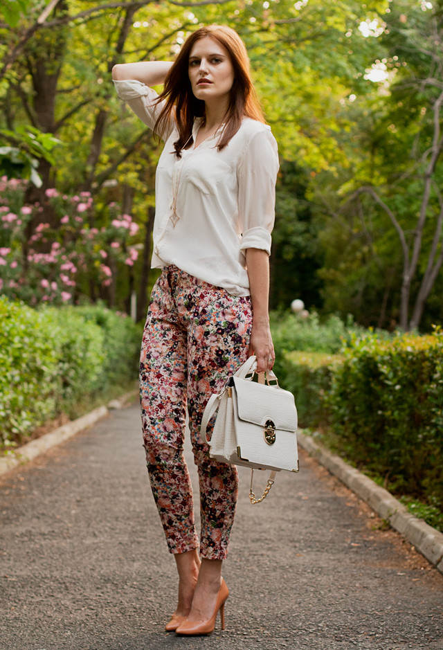 Best Combination Ideas about Floral Pants: Gorgeous Lady