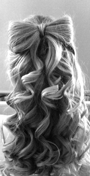 Bow Present Hairstyle for Long Wavy Hair
