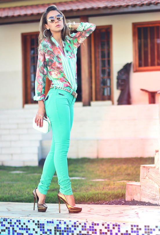 Floral Blouse Outfit Idea for Spring