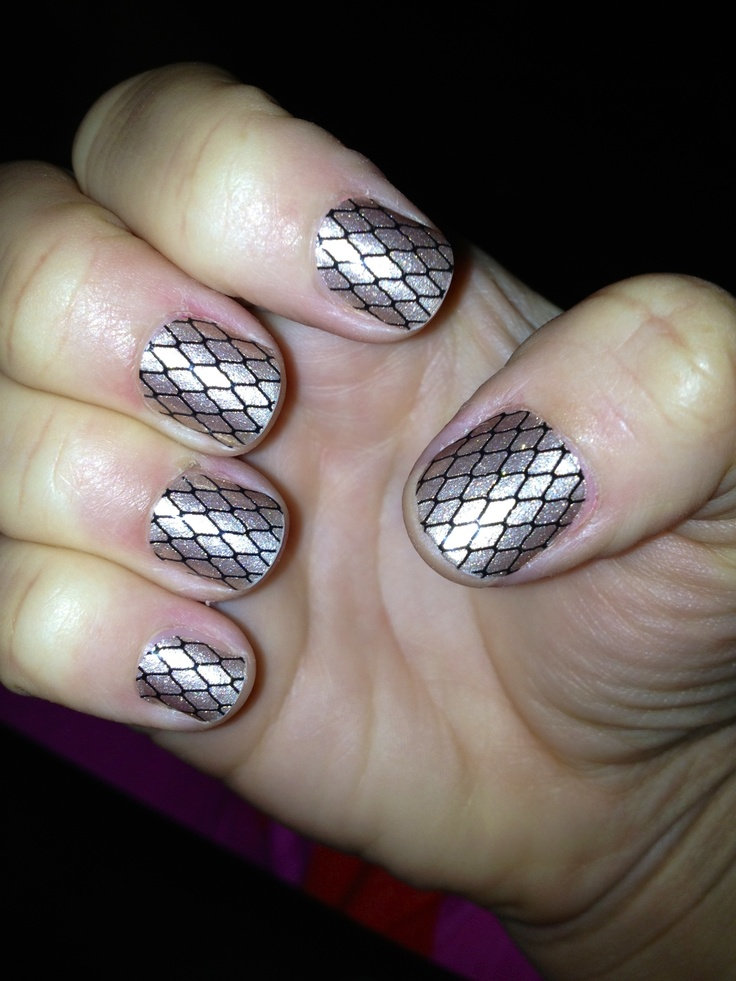 Sliver Fishnet Nails