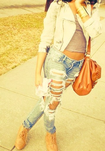 Stylish Outfit Idea with Ripped Jeans